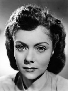 Renee Asherson - Wife of Robert Donat Beautiful Voice, Most Beautiful Women, Robert Donat, Old Film Stars, Jennifer Connelly, Video News, Classic Films, Women In History, Old Movies