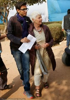 Judi Dench hitches a ride on the Indian set of The Best Exotic Marigold Hotel 2