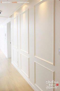 Modern Basement Design #ModernBasementDesign Wainscoting Wall, Wall Molding, Moulding, Showroom Interior Design, Interior Walls, Home Room Design, House Design, White Paneling, Panelling