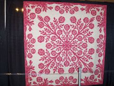 Under Quilted Covers: Hawaiian Quilts at the International Quilt Festival Applique Patterns, Applique Designs, Quilting Designs, Quilt Design, Quilting Ideas, Textile Design, Aplique Quilts, Hawaiian Gardens, International Quilt Festival