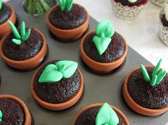 cupcakle decoration with sugar | These sugar toppers will be the brilliant idea of your spring party.