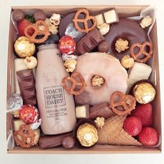 Charcuterie Recipes, Charcuterie And Cheese Board, Charcuterie Platter, Dessert Platter, Dessert Boxes, Food Business Ideas, Graze Box, Party Food Platters, My Coffee Shop