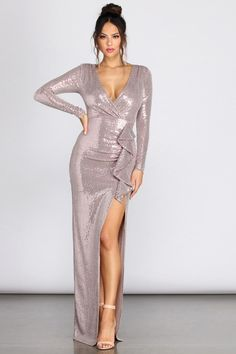 Dress Clothes For Women, Dresses For Sale, Vintage Clothing, Vintage Outfits, Wonder Woman Outfit, Sparkly Dresses, Neckline Designs, Metallic Dress, Sleeve Dresses