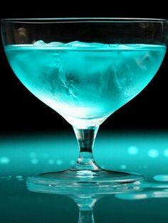 Aqua Blue Cruise - vodka, lemon juice, Hpnotiq liqueur and white cranberry juice Party Drinks, Cocktail Drinks, Fun Drinks, Yummy Drinks, Cocktail Recipes, Alcoholic Drinks, Colorful Drinks, Drink Recipes, Blue Cocktails