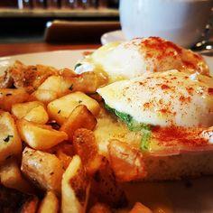 thatchillaxdude.com #thatchillaxdude  Red Gravy eggs Benedict & home fries!  #travel #instatravel #worldtravel #walkabout #wanderlust #travelfood #foodporn #foodaddict #foodie #instafood #cheatday #cheatdayeveryday #breakfast #brunch #lunch #breakfastforlunch #bloodymary #eggsbenedict #homefries #showmeyoureggs #sitatthebar #areyougonnaeatallthat