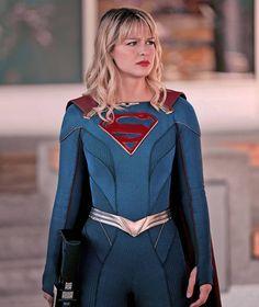 This suit 💖 Melissa Supergirl, Supergirl 2015, Supergirl And Flash, Dc Tv Series, Melisa Benoist, Dc Characters, Batwoman, Chris Evans, Kara