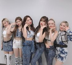Have you hear adios song from Everglow? Kpop Girl Groups, Korean Girl Groups, Kpop Girls, Divas, Rapper, Kpop Girl Bands, Fandom, Yuehua Entertainment, Kpop Outfits