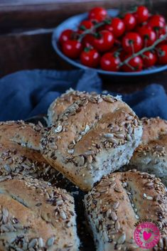 Multigrain rolls overnight - Delicious rolls baked on the stoneware - Smoothie Recipes, Smoothies, Natural Vitamins, Eating Plans, Food Items, A Food, Cravings, Meal Planning, Tasty