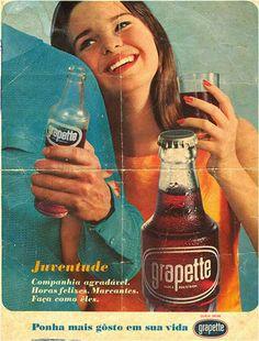 Quando eu estava no ginásio, 1978.. . gostava muito de crush e grapete.. Old Advertisements, Retro Advertising, Advertising Signs, Advertising Campaign, Nostalgia, Vintage Postcards, Vintage Ads, Vintage Food, Luhan