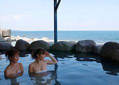 伊豆北川温泉 黒根岩風呂 Spring Spa, Spring Nature, Japanese Hot Springs, Sustainable Design, Interior Design Living Room, Design Trends, Scenery, Japan Onsen, House