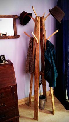 Coat and Hat Stand: reclaimed wood with repurposed coat-hanger hooks #Furniture, #Repurposed, #Tree