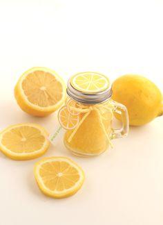 Lemon Sugar Scrub For Super Soft Skin And Lips (+ Free Printable Tags!) Sugar Scrub Homemade, Homemade Lip Balm, Sugar Scrub Recipe, Free Printable Tags, Free Printables, Skin So Soft, Smooth Skin, Lemon Body Scrubs, Lavender Sugar Scrub