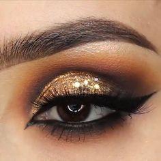 Make-up für Mädchen - Prom Makeup Girls Makeup, Glam Makeup, Skin Makeup, Eyeshadow Makeup, Makeup Tips, Gold Glitter Eyeshadow, Contouring Makeup, Makeup Trends, Golden Eye Makeup