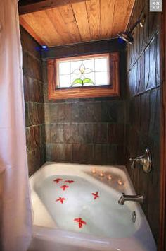 Tiny House bathtub. Okay it's not that tiny but it's a lot of luxury for such a small palce.
