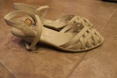 vintage eggshell white leather old maine trotters kitten heels // women's size 8 narrow by btdrvintage, $16.00