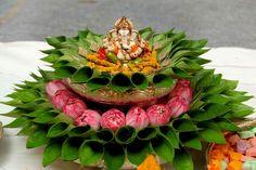 Diy Diwali Decorations, Party Decoration, Stage Decorations, Flower Decorations, Wedding Decorations, Konmari, Diwali Diy, Food Trays, Decor Crafts