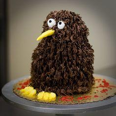 Kiwi bird cake In New Zealand Bird Birthday Parties, Birthday Cakes, Birthday Ideas, Kiwi Cake, Kiwi Bird, Farm Cake, Bird Cakes, Novelty Cakes, Cute Cakes