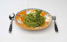 Weizengraspesto - das grüne Superfood in der Pasta.  Auch außerhalb von Smoothies kann Weizengras für schmackhafte Gerichte eingesetzt werden. Eines stellen wir euch hier vor: http://www.good-smoothie.de/blog/