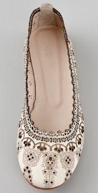 Desenli ve işleme motifli bayan ayakkabı