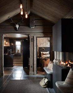 〚 Modern chalet with moody dark interiors in Norway 〛 ◾ Photos ◾Ideas◾ Design Dark Interiors, Cottage Interiors, Beautiful Interiors, Cabin Homes, Log Homes, Decor Interior Design, Interior Decorating, Modern Cabin Interior, Interior Shop