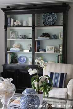 vGEORGICA POND INTERIORS - our living room, blue and white, Hamptons style