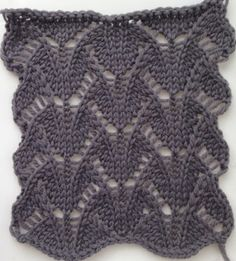 knit stitch ♥♥♥ from punchcard to hk or hand tech on bulky km Knitting Machine Patterns, Knitting Stiches, Arm Knitting, Crochet Stitches, Stitch Patterns, Knitting Patterns, Knit Crochet, Crochet Patterns, Lace Weave