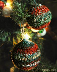 Crochet Christmas Ornaments - mellie blossom -