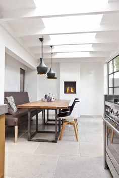 limestone flooring Very nice burgundy dales. Burgundian dales are a collective name for French limestone floors Limestone Flooring, Natural Stone Flooring, Living Room Flooring, Kitchen Flooring, Terrace Tiles, Outdoor Tiles, Hallway Decorating, Home Interior, Modern Decor