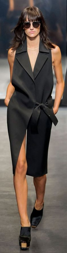 awesome I like this side tie, shirt or cardigan detail?Vera Wang Spring 2016...
