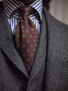 Suit and tie fixation Modern Gentleman, Gentleman Style, Sharp Dressed Man, Well Dressed Men, Mens Fashion Suits, Mens Suits, Suit Combinations, Elegant Man, Suit And Tie