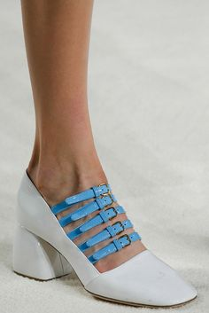 Miu Miu Fall 2015 Ready-to-Wear Accessories Photos - Vogue Source by cdadesign shoes for work Miu Miu Schuhe, Miu Miu Shoes, Pretty Shoes, Beautiful Shoes, Sock Shoes, Shoe Boots, Shoes Sandals, Dress Shoes, Look Fashion