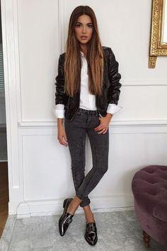 Calça jeans Oxford Camisa branca Jaqueta couro preta
