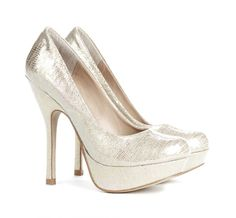 Round toe platform pump in iridescent metallic material