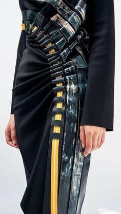 Fashion Design Inspiration Fabric Manipulation Runway Ideas For 2019 Look Fashion, Fashion Details, Fashion Art, High Fashion, Fashion Show, Womens Fashion, Dress Fashion, Runway Fashion, Trendy Fashion