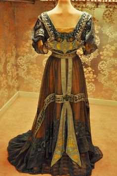 Marjorie Post purchased this Callot Soeurs evening gown around 1907 on one of her many trips to Europe.