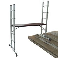 This Bentley Scaffolding Ladder with Working Platform, made of sturdy yet lightweight aluminium, is designed to meet all professional and everyday needs.