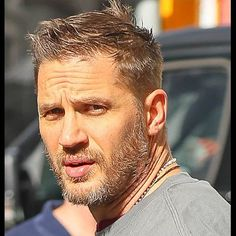Tom Hardy gossip latest news - Beard - Friseur Tom Hardy Beard, Tom Hardy Hot, Short Beard, Beard Styles, Haircuts For Men, Gorgeous Men, Hair Cuts, Handsome, Hollywood