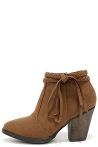 It's boot season! My favorite boot styles for Autumn. – stylish suede boots!