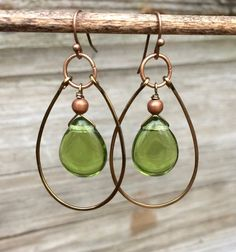 Earrings Boho Green teardrop hoop earrings, green glass earrings with copper accents - Spring green Czech glass teardrops with a hammered, antiqued copper hoop. Very light weight, approx. in total hanging length. Wire Wrapped Earrings, Copper Earrings, Glass Earrings, Glass Jewelry, Beaded Jewelry, Teardrop Earrings, Hoop Earrings, Diy Earrings Beads, Jewlery