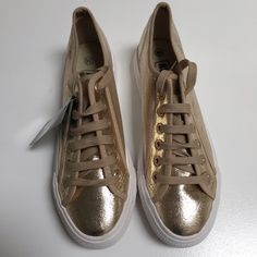 """Gold platform sneakers•creeper style NWT  Super awesome Gold 1.5"""" platform Creeper sneakers. Just got them from Europe but they are a tad big on me, I'm size 6.5 • Tagged as a 38 European and fit like a 7US. Happy to answer any questions brand is Astro7 Boutique Shoes Sneakers"""