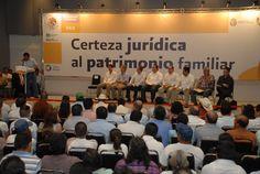 El Gobernador de Veracruz, Javier Duarte de Ochoa, entregó 519 certificados parcelarios y 150 títulos de tierras, acompañado por el Secretario de la Reforma Agraria, Abelardo Escobar Prieto, con la finalidad de otorgar seguridad jurídica sobre la tierra de los veracruzanos.