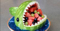 スイカでサメを作る方法
