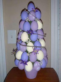 Albero di Pasqua con uova colorate