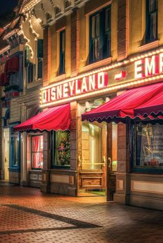 The Disneyland Bucket List: 20 Things You Need To Do Before You Die-Done most of these but still missing some Disney Day, Disney Tips, Disney Cruise, Disney Vacations, Disney Magic, Disney Parks, Walt Disney World, Disney Planning, Disney Theme