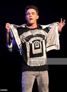 News Photo : Singer Jesse McCartney performs onstage during. Jesse Mccartney, Singers, Actors, Concert, Street, News, City, Beautiful, Women