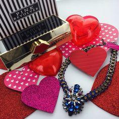 Almost Valentine's Day...  El regalo perfecto lo encuentras en ➡️ www.pinkrevolver.com.mx #PinkRevolver #ShopOnline #ValentinesDay
