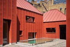 Situated in suburban London is Tin House by the London-based Henning Stummel Architects. The series of single storey pavilions that make up the Tin House. Metal Cladding, Metal Facade, Colour Architecture, Architecture Awards, Tin House, Rectangular Pool, Small Pools, Concrete Patio, Building A House