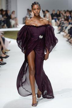 "skaodi: "" Karly Loyce at Giambattista Valli Haute Couture Fall/Winter Paris Fashion Week. Haute Couture Style, Couture Mode, Couture Fashion, Runway Fashion, Unique Fashion, High Fashion, Fashion Show, Fashion Design, Fall Fashion"