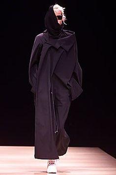 Yohji Yamamoto Fall 2001 Ready-to-Wear Fashion Show - Yohji Yamamoto