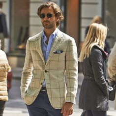 Via This light brown Havana is sure to add a light touch to your spring look, made from pure linen by Ormezzano. Gentleman Mode, Gentleman Style, Sharp Dressed Man, Well Dressed, Moda Men, Classic Men, Tailored Suits, British Style, Men Looks